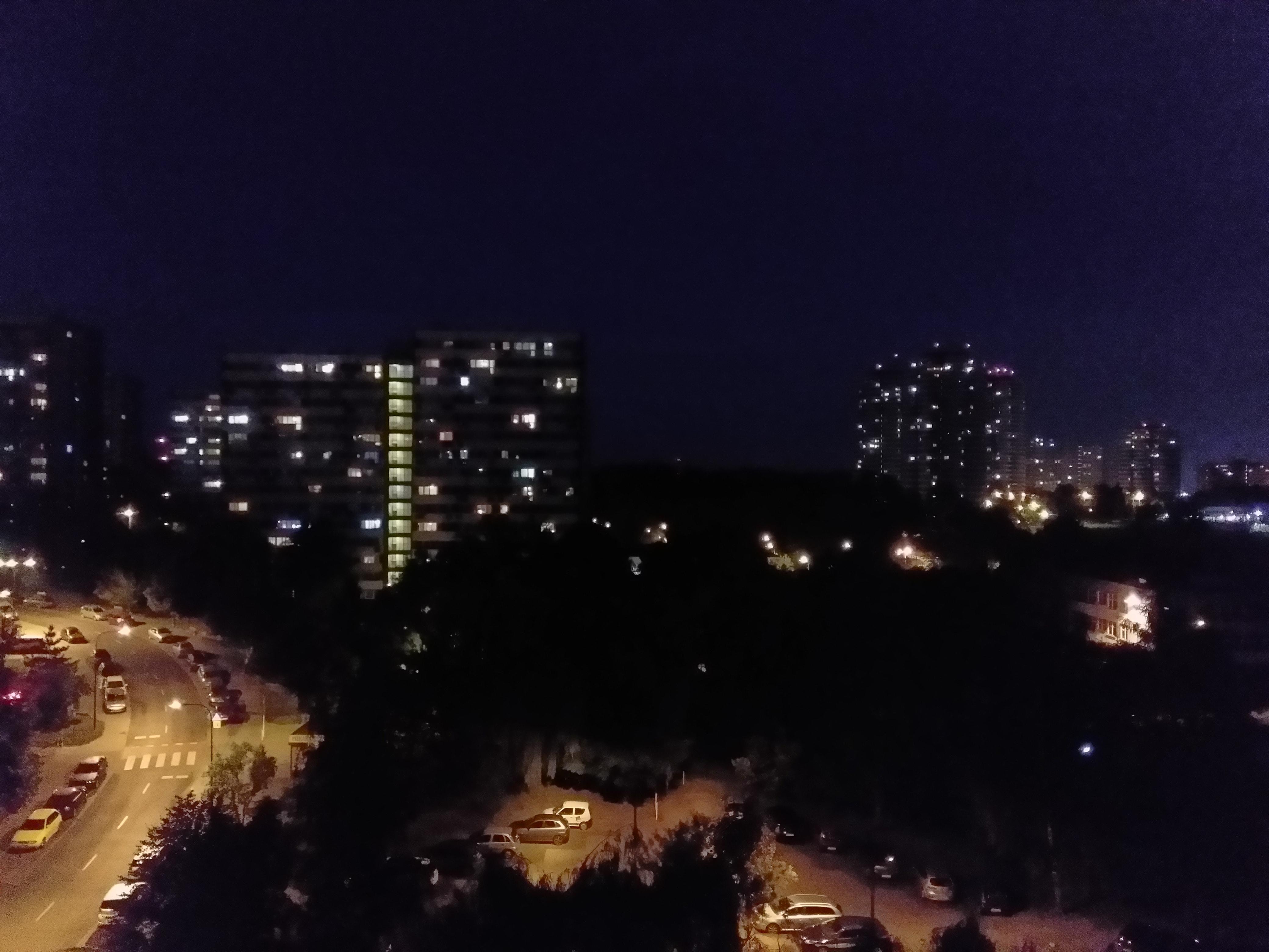 Zdjęcia nocne - Wiko WiM Lite