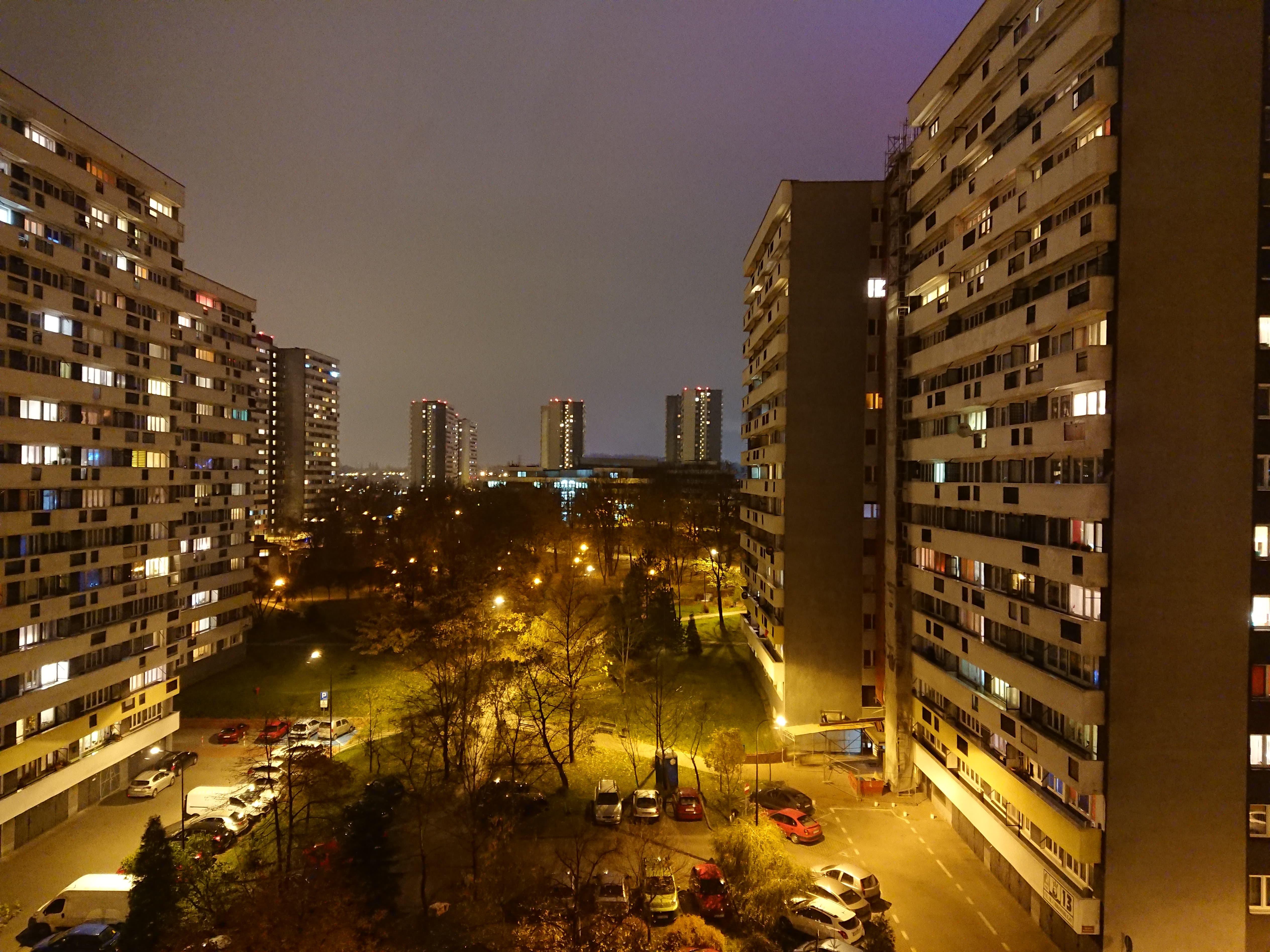 Zdjęcia nocne - Sony Xperia XZ1