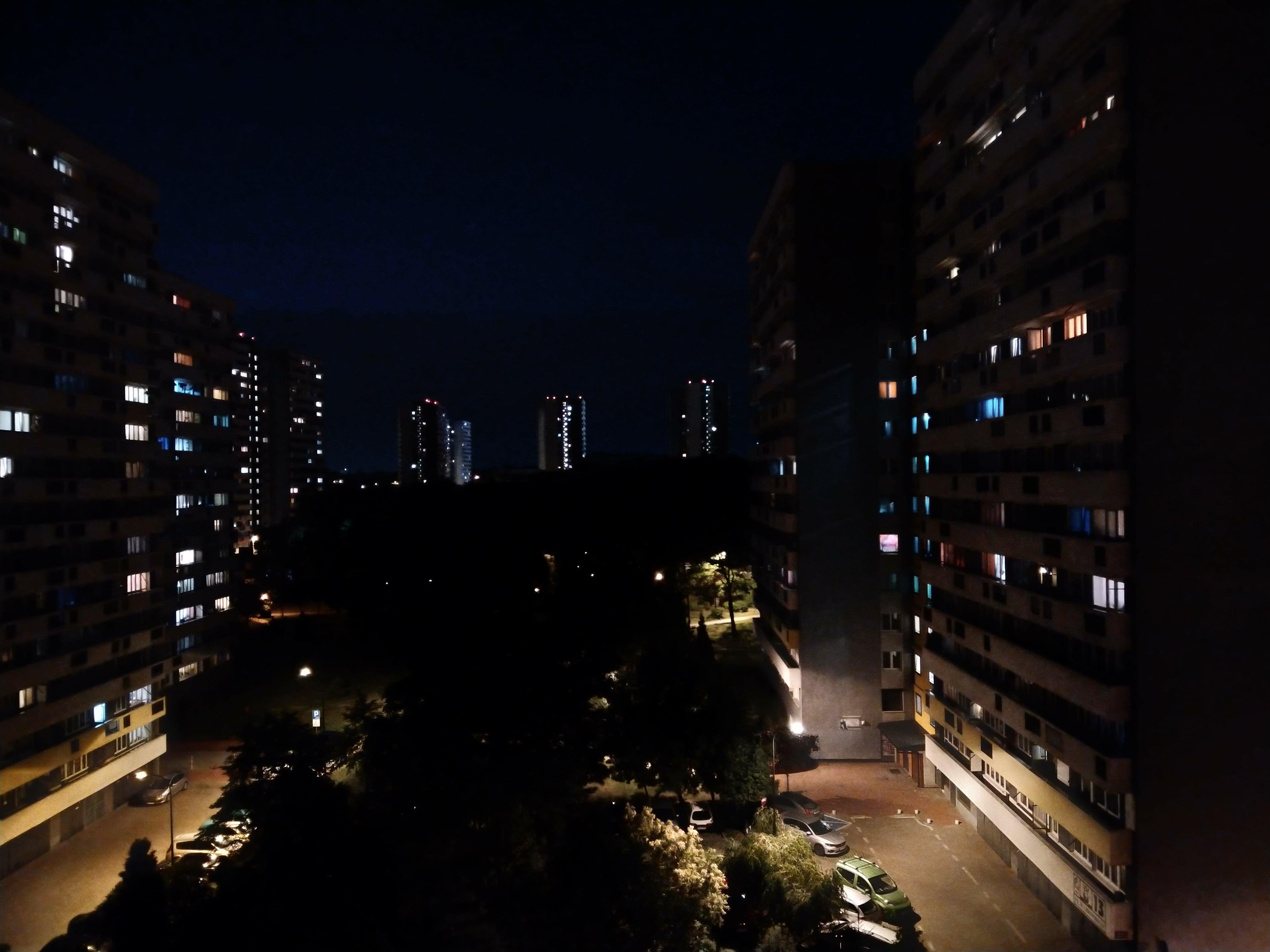 Zdjęcia nocne - Sharp Aquos C10