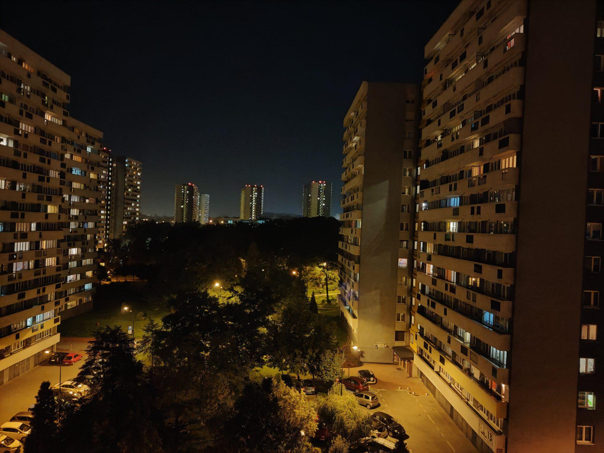 Zdjęcia nocne - Oppo Reno 10x Zoom
