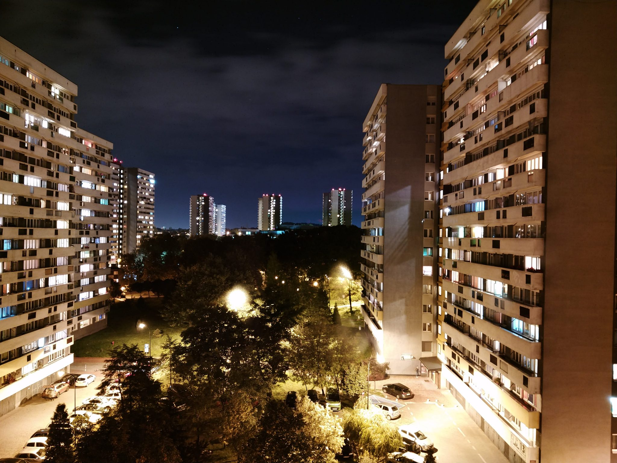 Zdjęcia nocne - Sharp Aquos D10